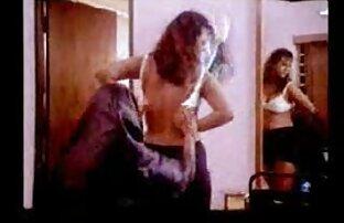 बेब सेक्सी मूवी वीडियो में दिखाएं बड़े स्तन के साथ गड़बड़ हो जाता है