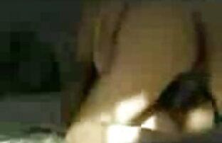 रेशमी स्टार तालाब से सड़क पर उसे बिल्ली के साथ खेलता है! सेक्सी सेक्सी वीडियो फुल मूवी