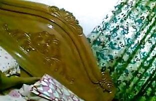 ब्रुकलीन सोफे पर एक बड़ा काला डिक देसी ब्लू फिल्म मूवी लेता है