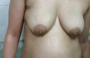 नग्न सुनहरे बालों वाली के लिए कामुक खुशी में उसे उच्च स्टिलेट्टो ऊँची एड़ी के सेक्सी मूवी का वीडियो जूते